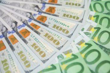 22 января доллар подешевел, евро продолжает дорожать