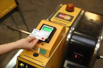 Бесконтактными банковскими картами оплачено более 100 млн поездок в киевском метрополитене