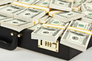 Валютные обязательства трех госбанков превысили их валютные активы на $ 3,4 млрд