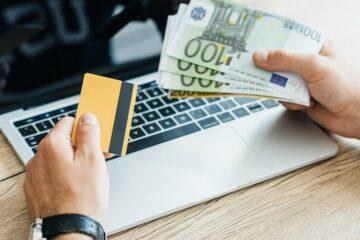 Отделение vs онлайн: где выгодно купить валюту в 2020 году