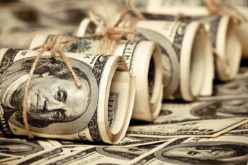 НБУ спасает гривну: анонсирован аукцион по продаже $200 млн
