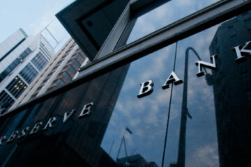Центральный банк Австралии снизил ставки до рекордно низкого уровня