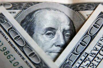 Доллар и евро отчаянно атакуют гривну на межбанке: свежие цифры