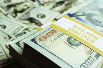 Доллар окончательно «раскис» на межбанке, евро еще сопротивляется