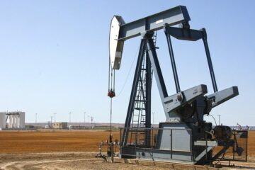 Цены на нефть робко ползут вверх, американцы приостанавливают добычу