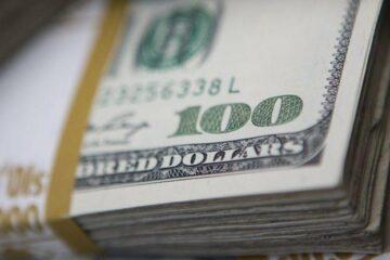 Закрытие межбанка: евро решительно наступает, доллар «сел на шпагат»