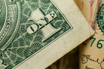 Открытие межбанка: доллар и евро вновь сошли с дистанции