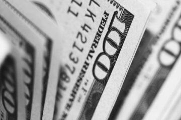 Закрытие межбанка: гривна отбила часть потерь перед выходными