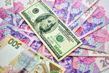 Сколько будет стоить гривна в августе: опрос банкиров