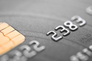 Банкир: Украинцы до сих пор обналичивают около 45% средств, находящихся на платежных картах