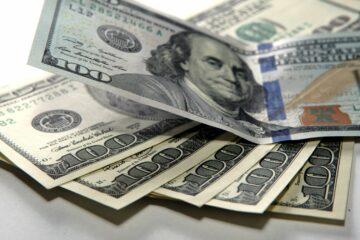 Закрытие межбанка: доллар впал в депрессию, евро пытается отбить потери