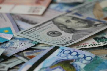 Доллар и евро рухнули на межбанке: свежий курс