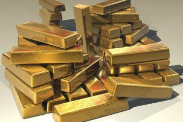 Рынок золота не устоял перед дорожающим долларом: сколько сейчас стоит металл
