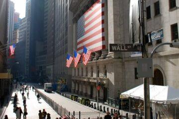 Биржи США закрылись в «зеленой зоне»: S&P 500 и Dow Jones достигли новых максимумов