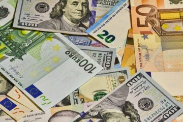 Закриття міжбанку: долар і євро рвонули вгору перед вихідними