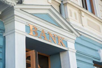 Какие банки закрывали отделения и увольняли сотрудников, а какие расширялись в январе-марте