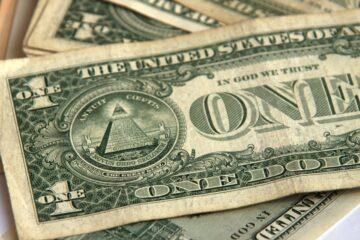 Доллару не удалось возобновить ралли на межбанке: свежий курс