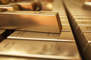 Цена золота рухнула ниже $1800 за унцию: данные торгов