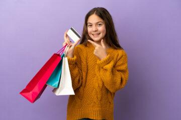 Вместо карманных денег: где оформить кредитку для ребенка?