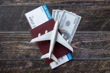 Гаряча десятка: ТОП банківських карток для комфортних подорожей цього літа