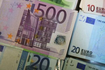 Відкриття міжбанку: долар завмер на місці, євро мчить униз