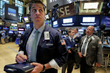 Уолл-стрит в зоне турбулентности: Dow Jones «сдулся», S&P 500 взлетел до рекордных значений